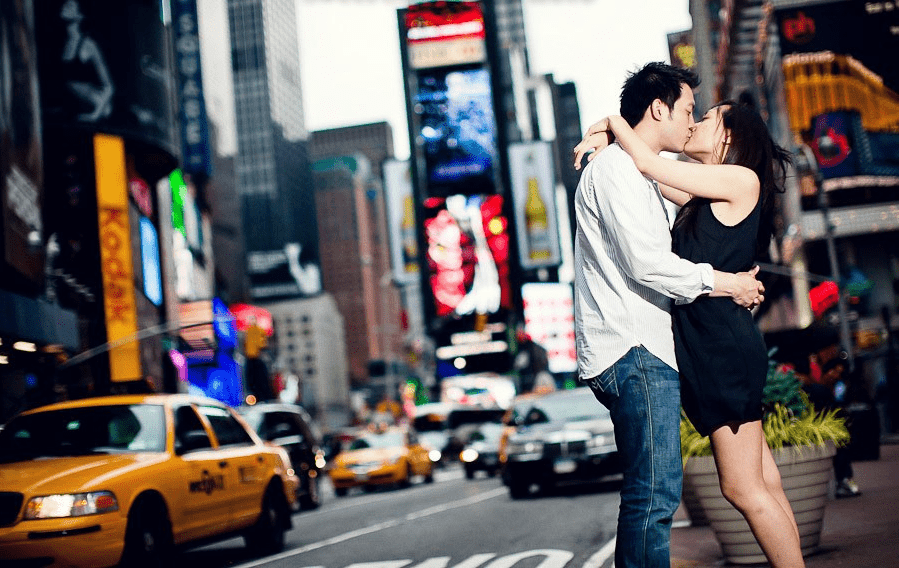 New york city couple kissing at Timesquare
