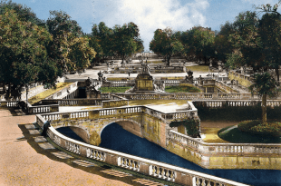 JARDINS De La FONTAINE - Gardens of Source in Nimes France